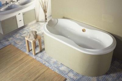 Пристенная акриловая ванна