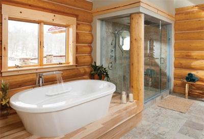 Большая душевая кабина в деревянном доме