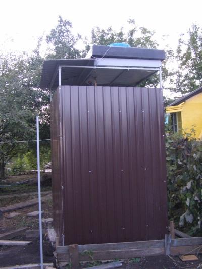 Металлический уличный душ для дачи