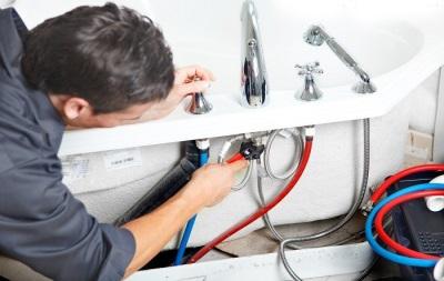Ремонт смесителя в ванной мастером
