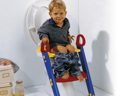 Наилучший возраст ребенка для начала пользования унитазом
