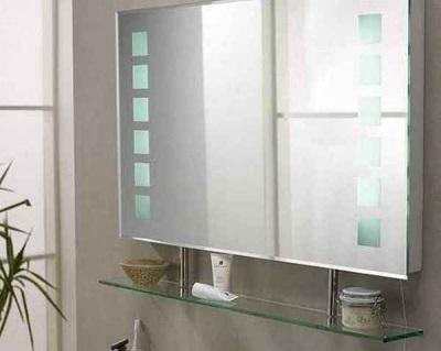 Зеркало с полкой в ванную комнату