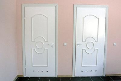 Двери из пластика с вентиляцией для ванной комнаты