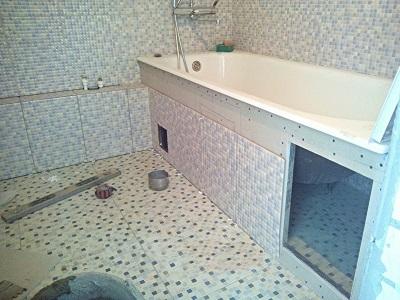 Облицовка экрана под ванной плиткой