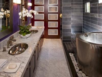 Установка металлической ванны