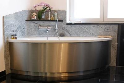 Угловая металлическая ванна