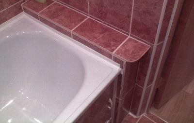 Достоинства самоклеящихся бордюров для ванны
