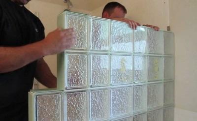 Установка стеклянной перегородки в ванной