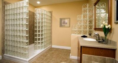 Перегородки из стеклоблоков в ванной комнате