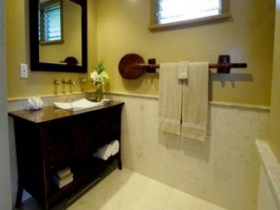 Вешалка для полотенца в ванной комнате