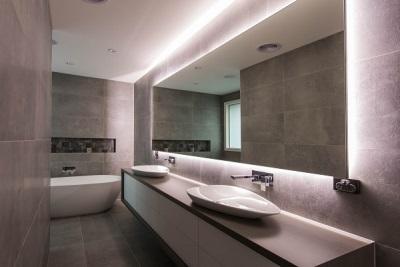 Внутренняя подсветка зеркала в ванной комнате