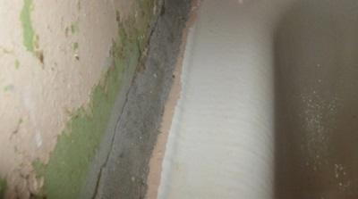 Цементный раствор для заделки швов между стеной и ванной