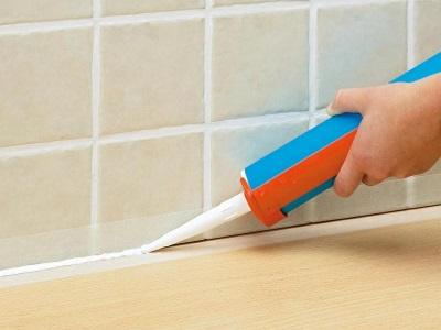 Какой герметик выбрать для заделки швов в ванной комнате
