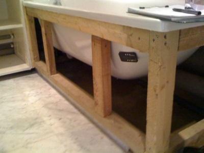 Установка ванны ка самодельный каркас под неё