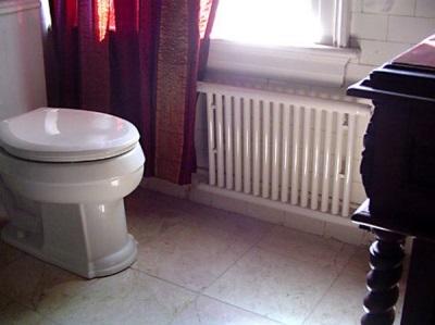Стальной радиатор для обогрева ванной комнаты