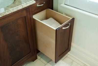Пенал для ванной с корзиной для белья