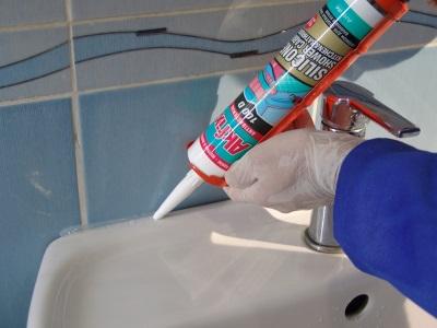 Правила использования силиконового герметика в ванной