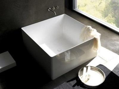 Квариловая квадратная ванна