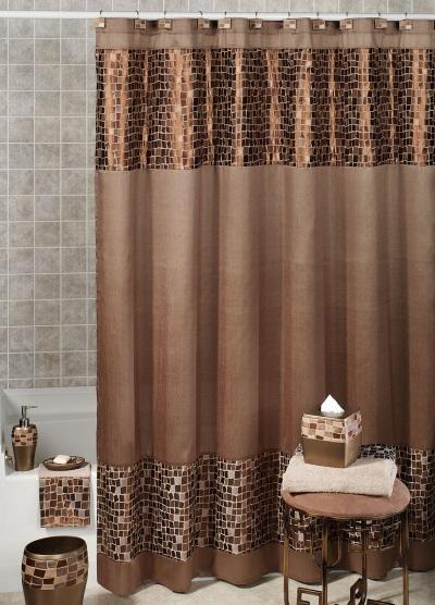 Дизайн ванной комнаты при помощи тканевой шторки и аксессуаров