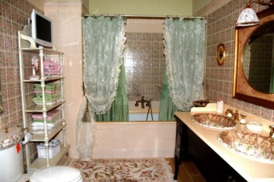 Занавески из ткани в ванной комнате - как повесить
