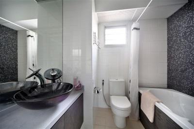Самодельный короб в ванной комнате