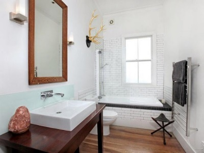 Деревянная мебель и полы для ванной в скандинавском стиле