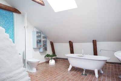Голубая рыжая и белая керамическая плитка для отделки стен и пола в ванной в скандинавском стиле