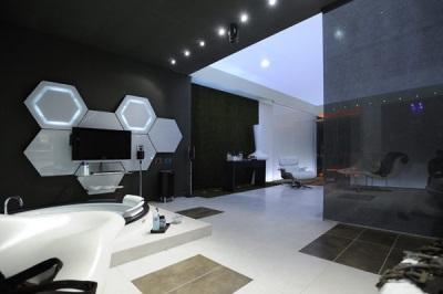 Стиль хай-тек в ванной комнате черно-белого цвета - необычный интерьер ванной