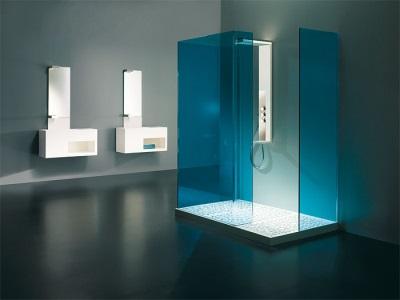 Душевая кабина в просторной ванной комнате в стиле хай-тек