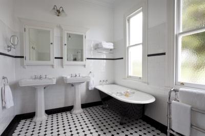 Ванная комната в ретро стиле и ванна от Imperial Bathrooms