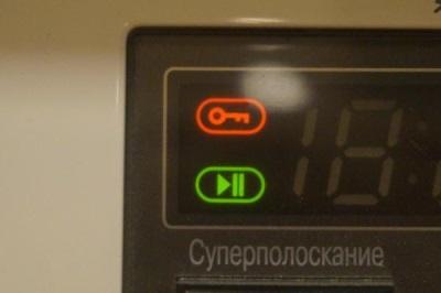 Функция блокировки двери стиральной машины в виде ключика на экране