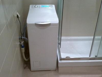 Стиральная машина с верхней загрузкой в ванной - какая машинка меньше прыгает и вибрирует