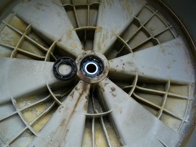 Сломанный подшипник в стиральной машине - шумная работа и вибрация прибора
