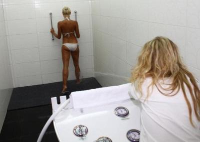 Душ Шарко для похудения - струя воды по телу