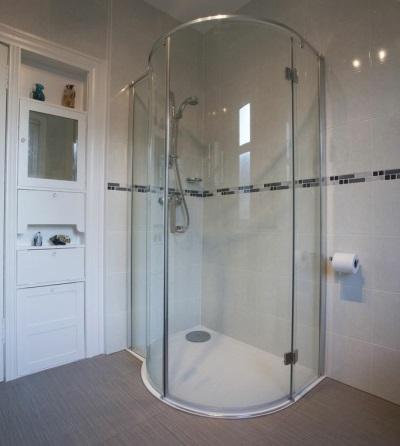 Душевая кабина с низким поддоном в место ванны