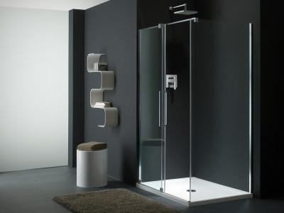 Душевая кабина с низким поддоном для просторной ванной комнаты