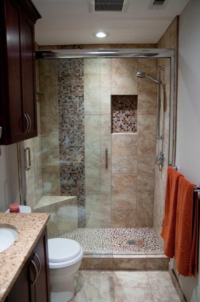 Душевая кабина без поддона в маленькой ванной
