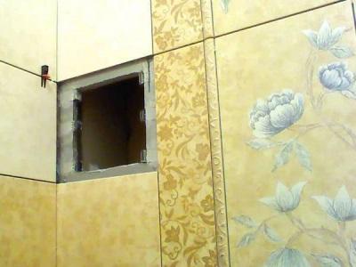Самодельный сантехнический люк невидимка на магнитах в ванной комнате