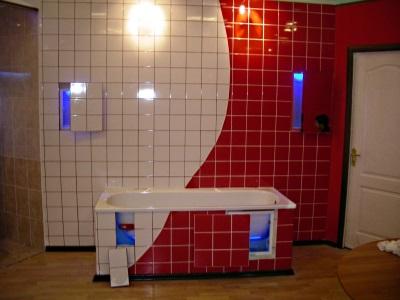 Нажимной сантехнический люк-невидимка под плитку
