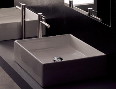 Смеситель с донным клапаном для умывальника квадратной формы в вванной