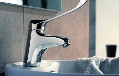 Смеситель локтевой с длинным рычагом на умывальник в ванную комнату