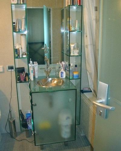 Стеклянная тумба-умывальник со встроенной раковиной для ванной комнаты