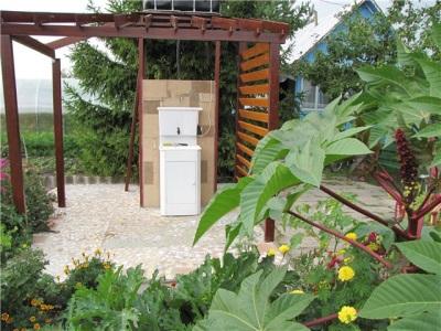Умывальник-мойдодыр с подогревом воды на даче или саду