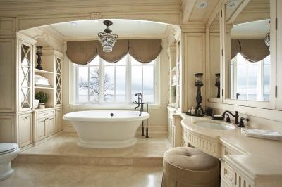 Ванна на пьедистале в интерьере ванной комнаты, совмещенной с туалетом