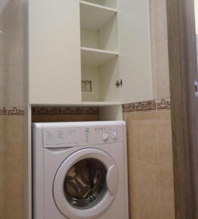 """Белый шкаф с полками """"Лиллоген"""" от ИКЕА для стиральной машины в ванной"""