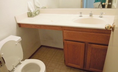 Место в ванной комнате под стиральную машину
