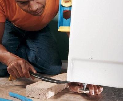 Выравнивание стиральной машины если она стучит при отжиме или стирке