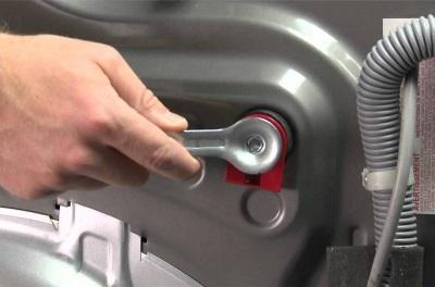 Транспортировочные болты на стиральной машине - как снять