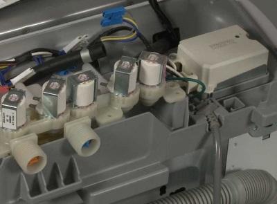 Впускной (заливной) клапан стиральной машины влияющий на уровень воды в ней