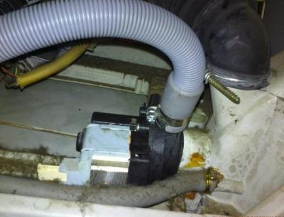 Сливной гофрированный шланг и сливная помпа стиральной машины автомат - система слива воды
